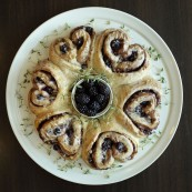 Blackberry Ginger Speculaas Danish Wreath.