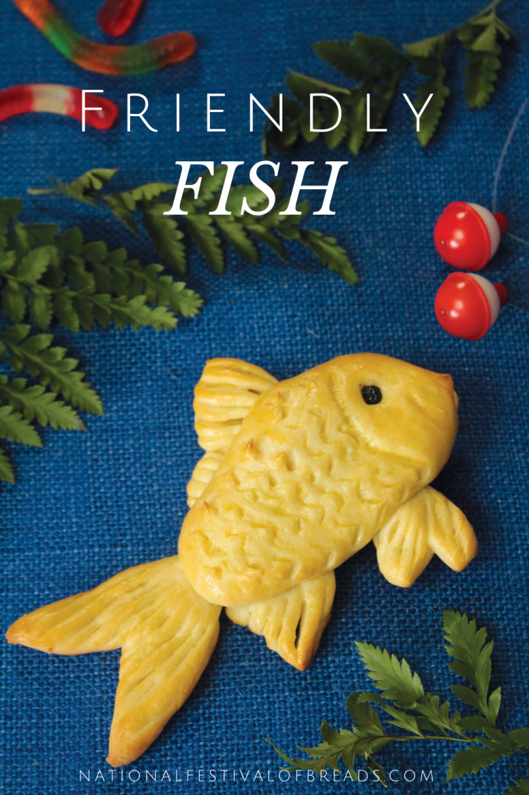 Who knew that you could make sculptures out of BREAD?! This friendly fish is sure to make anyone's day a little bit brighter!